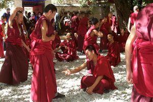 Sera klooster monnikken - Lhasa omgeving - China