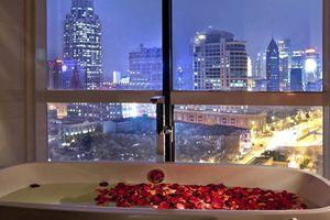 bad met uitzicht van Shanghai SSAW Nara Boutique Hotel -  Shanghai SSAW Nara Boutique Hotel - China