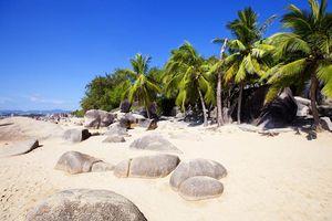 strand met rotsen in Sanya - Sanya - China