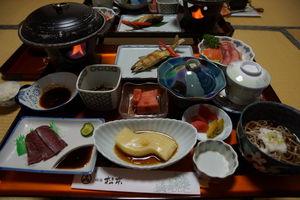 diner bij ryokan - Ginzan Onsen - Japan - foto: flickr