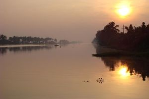 zonsopkomst op kanaal 2 - Backwaters - India