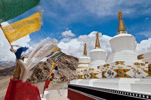 Nepalese vlaggetjes en pagodas, Ladakh - India