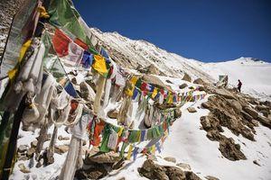 Vlaggen in de bergen, Jammu, Kashmir - India