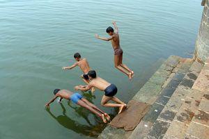 Duikende jongens - India
