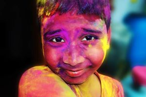 Jongetje tijdens het Holi festival - India