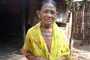 getatoeëerde vrouw in Orissa - Orissa - India