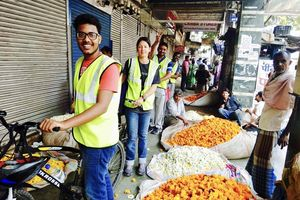 bloemenverkopers tijdens fietstour in Delhi - Delhi - India
