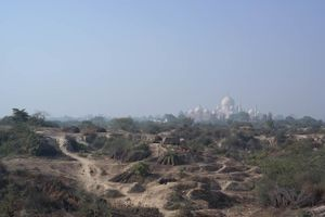 zicht op Taj Mahal vanaf platteland - Agra - India