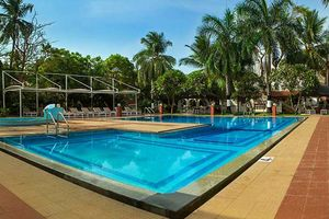 zwembad van Ideal Beach Resort in Mahabalipuram