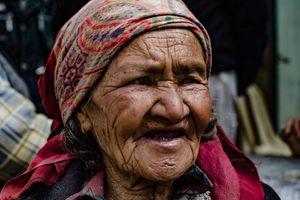 oude dame in Ladakh - Ladakh - India