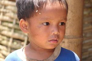 jongetje in Ban Baw (Baw Village) - Mekong river Cruise - Laos