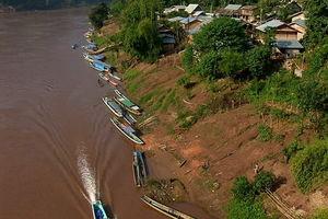 uitzicht bovenaf op dorp - Nong Khiaw - Laos
