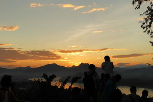 Zonsondergang vanaf Mount Phousi - Laos