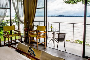 The River Resort riverfront suite - Laos