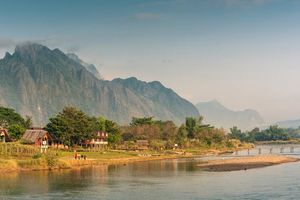 Nam Song River in de ochtend, Vang Vieng, Laos