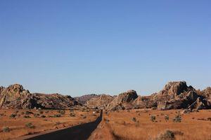 Weg dwars door Isalo - Isalo - Madagaskar
