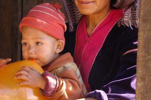 moeder kind bergstam - Inle Lake - Myanmar