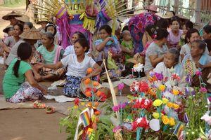 ceremonie in de omgeving van Hsipaw