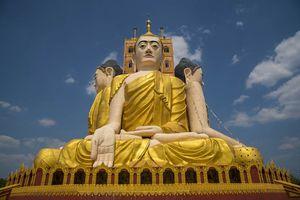 Grote Buddha beelden, Kyaikpun Pagoda, Bago - Myanmar