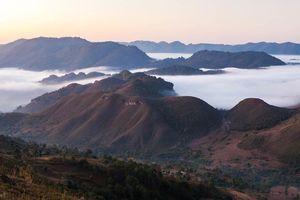 Bergen in de nevel - Myanmar