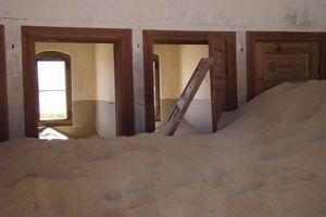 huis vol met zand