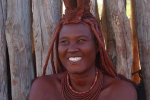 lachende himba vrouw - Damaraland - Namibië