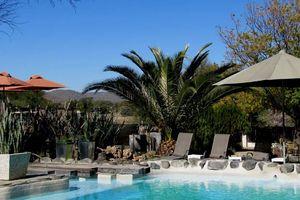 Elegant Farmstead, zwembad - Windhoek - Namibië