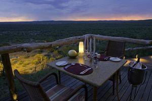 diner tijdens zonsondergang bij Ongava Lodge - Ongava Lodge - Namibië