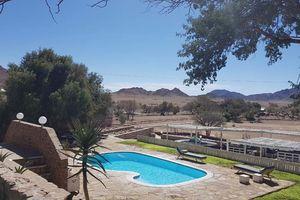 zwembad van Elegant Desert Lodge - Elegant Desert Lodge - Namibië