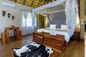 slaapkamer van Hakusembe River Lodge - Hakusembe River Lodge - Namibië