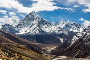 uitzicht van mount Amadablam op weg naar Everest base camp - Nepal