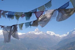 uitzicht gebedsvlaggen vanuit Sarangkot - Sarangkot - Nepal
