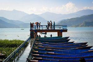 Pokhara steiger met boten Phewa Lake - Pokhara - Nepal