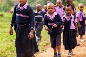 schoolkinderen in Bwindi (2) - Bwindi - Oeganda