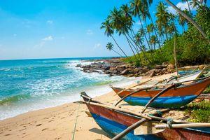 Vissersbootjes met strand - Sri Lanka