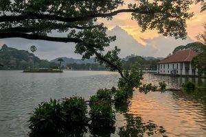 Kandy lake - Kandy - Sri Lanka