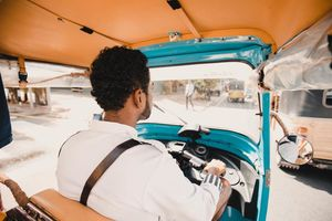 chauffeur in tuk tuk - Sri Lanka