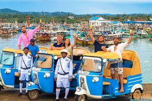 groepje met tuk tuk op pad - Sri Lanka