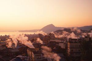 stadsbeeld met onsen - Beppu - Japan - foto: flickr