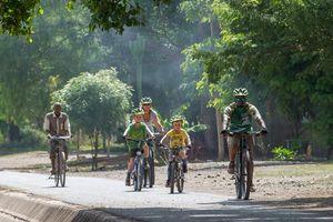 fietsen tijdens familiereis Tanzania (2) - Tanzania