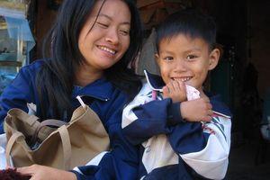 vrouw met kind - Thailand