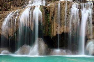Vooraanzicht Erawan waterval - kanchanaburi - Thailand