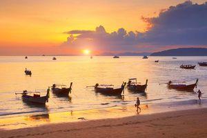Sunset vissersboten Krabi, Phang Nga Bay