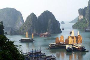 Halong Bay uitzicht op bootjes - Halong Bay - Vietnam