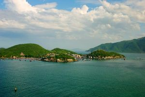 zicht op Nha Trang vanaf zee