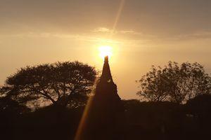 zonsondergang - Bagan - Myanmar - foto: Daniel de Gruiter
