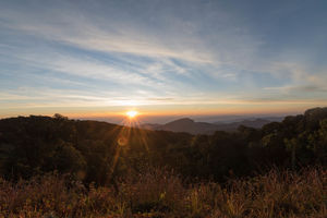 zonsondergang in Doi Inthanon National Park - Thailand