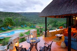 restaurant en zwembad - Iketla Lodge - Ohrigstad - Zuid-Afrika