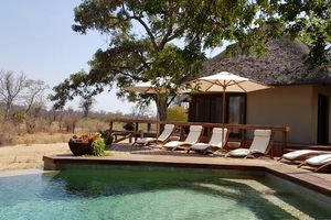 zwembad met ligbedden van Klaserie Sands - Klaserie Sands - Zuid-Afrika