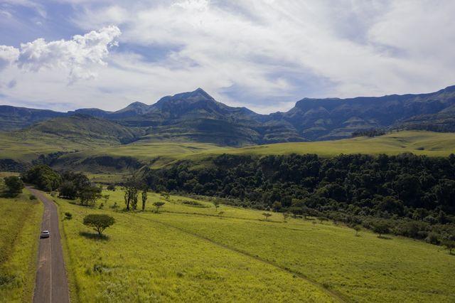 /Drakensbergen-weg-landschap-Zuid-Afrika-1.JPG